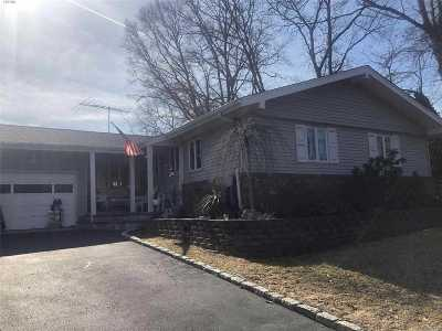 Hauppauge Single Family Home For Sale: 30 Cardinal Ln