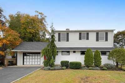 Levittown Single Family Home For Sale: 24 Chickadee Ln