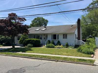 Farmingdale Single Family Home For Sale: 135 Sunset Ave