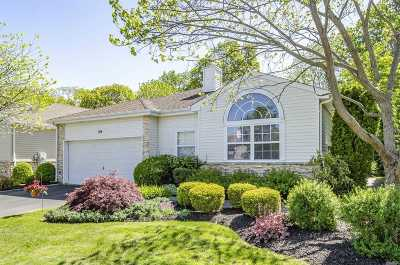 Hauppauge NY Single Family Home For Sale: $719,000