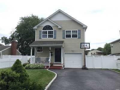 East Islip Single Family Home For Sale: 146 E Madison St
