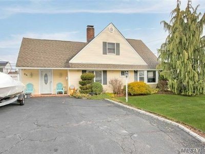 Levittown Single Family Home For Sale: 94 Bloomingdale Rd