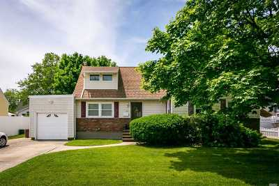 West Islip Single Family Home For Sale: 646 Alwick Ave