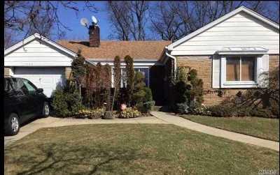 Valley Stream Single Family Home For Sale: 1642 Arkansas Dr