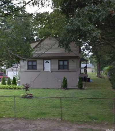 Brentwood Single Family Home For Sale: 428 American Blvd