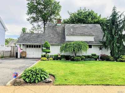 Farmingdale, Hicksville, Levittown, Massapequa, Massapequa Park, N. Massapequa, Plainview, Syosset, Westbury Single Family Home For Sale: 27 Piper Ln