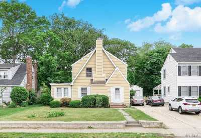 Patchogue Single Family Home For Sale: 115 E Roe Blvd