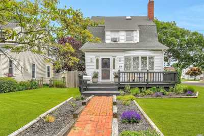 Patchogue Single Family Home For Sale: 219 West Ave