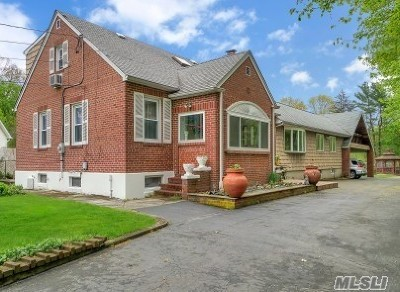 Hauppauge Single Family Home For Sale: 179 Lincoln Blvd