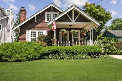 Huntington Single Family Home For Sale: 60 Knollwood Ave