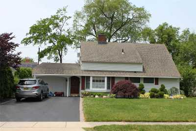 Wantagh Single Family Home For Sale: 34 Daffodil Ln