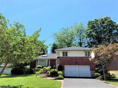 Plainview Single Family Home For Sale: 59 Winthrop Rd