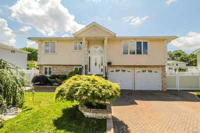 Copiague Single Family Home For Sale: 256 Pleasantview Ct