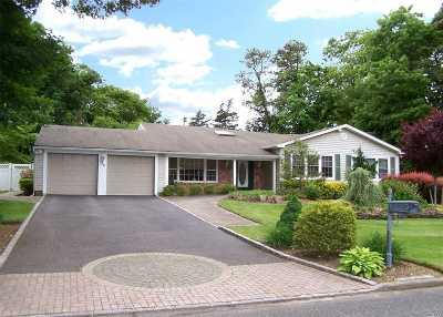 Hauppauge Single Family Home For Sale: 36 Enfield Ln
