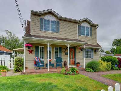 Bethpage Single Family Home For Sale: 43 Balfour Dr