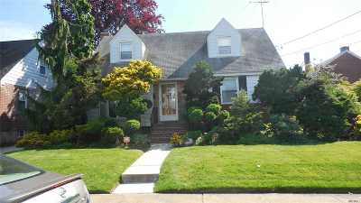 Malverne Single Family Home For Sale: 109 Slabey Ave
