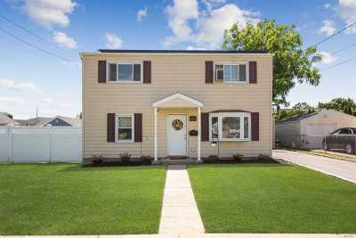 Farmingdale Single Family Home For Sale: 50 S Park Cir