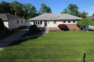 Wantagh Single Family Home For Sale: 3021 Morgan Dr