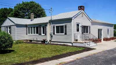 Moriches Single Family Home For Sale: 35 Hulse Ln