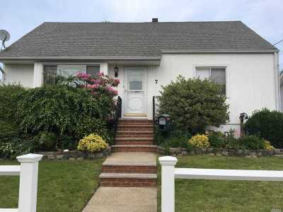 Freeport Single Family Home For Sale: 7 Westside Ave
