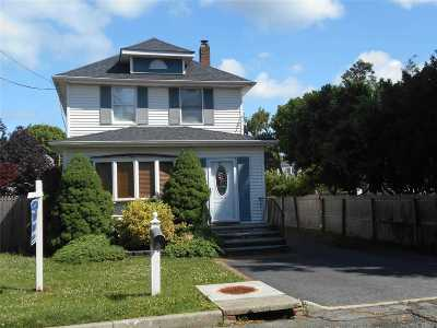 Greenlawn Single Family Home For Sale: 59 Railroad St
