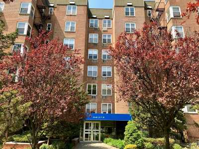 Brooklyn, Astoria, Bayside, Elmhurst, Flushing, Forest Hills, Fresh Meadows, Jackson Heights, Kew Gardens, Long Island City, Middle Village, Rego Park, Ridgewood, Sunnyside, Woodhaven, Woodside Co-op For Sale: 18-40 211 St #6D