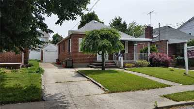 Franklin Square Single Family Home For Sale: 141 Commonwealth St