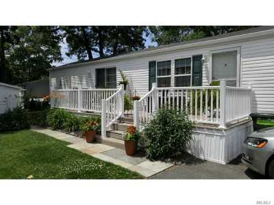 Suffolk County Single Family Home For Sale: 37-47 Hubbard Ave