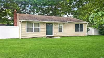 Shirley Single Family Home For Sale: 64 E Arpage Dr