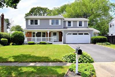 Hauppauge Single Family Home For Sale: 4 N Hoffman Ln