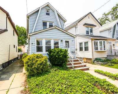 Queens Village Single Family Home For Sale: 9110 Vanderveer St