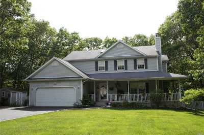 Center Moriches Single Family Home For Sale: 8 Black Pine St
