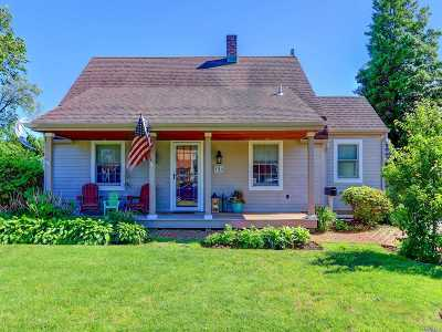 Levittown Single Family Home For Sale: 194 Old Farm Rd