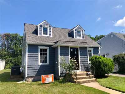 Single Family Home For Sale: 132 Webster St