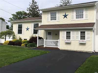Holtsville Single Family Home For Sale: 121 Spiral Rd