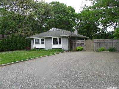 Center Moriches Single Family Home For Sale: 139 Chichester Ave