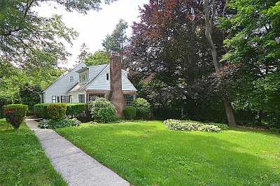 Roslyn Single Family Home For Sale: 7 W Ridge Dr