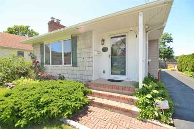 Bay Shore Single Family Home For Sale: 15 Wilbur St