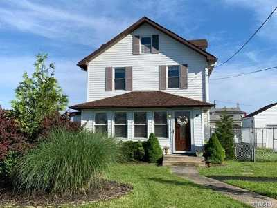 Mastic Beach Single Family Home For Sale: 16 Rosewood Rd