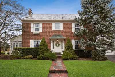 Malverne Single Family Home For Sale: 5 Beacon St