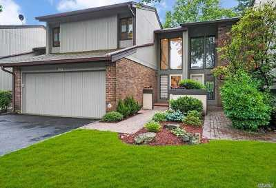 Jericho Condo/Townhouse For Sale: 160 High Pond Dr