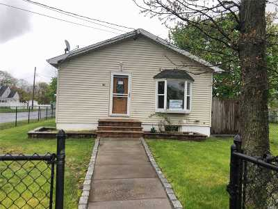Amityville Single Family Home For Sale: 38 Johnson St