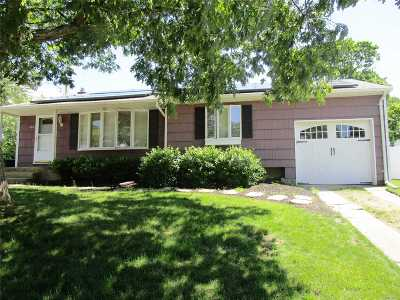 West Islip Single Family Home For Sale: 400 Oakwood Ave