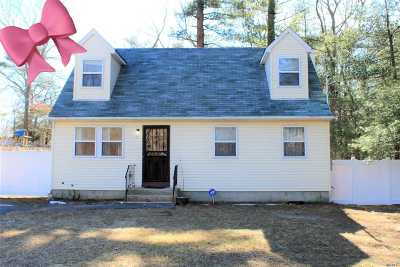 Medford Single Family Home For Sale: 42 Cedar Ln