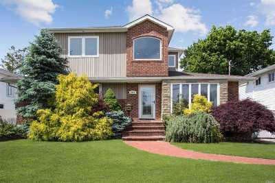 Wantagh Single Family Home For Sale: 2959 Bayside Ct