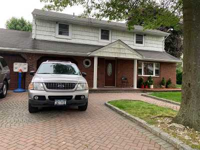Central Islip Single Family Home For Sale: 137 Acorn Ave