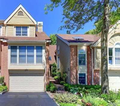 Smithtown Condo/Townhouse For Sale: 19 Willow Ridge Dr