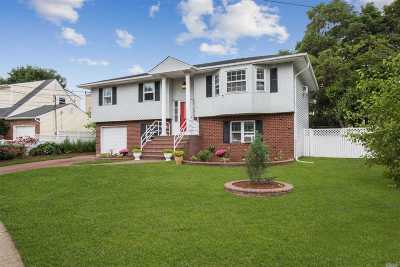 Nassau County Single Family Home For Sale: 292 Plymouth Ct