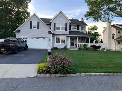 Patchogue Single Family Home For Sale: 3 Rolling Hill Dr