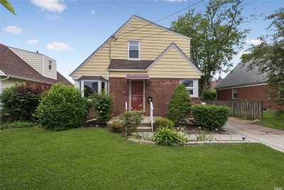 New Hyde Park Single Family Home For Sale: 68 Lawrence St